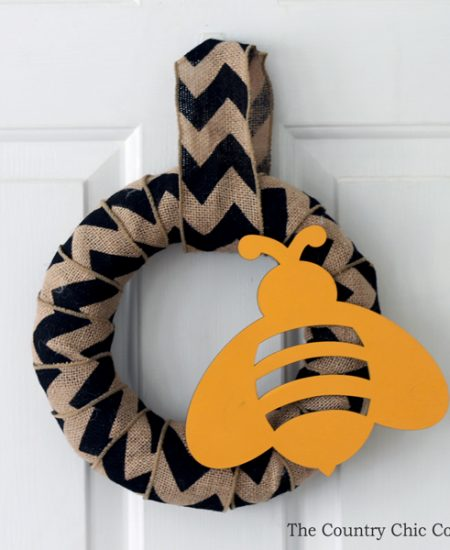Make this burlap bee spring wreath! It only takes minutes and you have a gorgeous burlap wreath for your door!