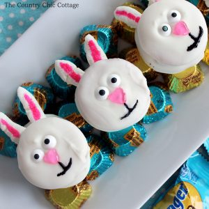 Make these no bake Easter bunny cookies with Butterfinger peanut butter cups and Ritz crackers. A quick and easy Easter dessert that everyone will love!