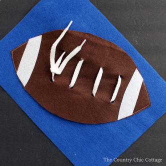 Kids can learn how to tie with this fun football busy book page! A great felt craft idea that includes the pattern for creating your own!