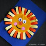 Learn how to make a lion busy book page from felt! A busy book is a great handmade gift for babies and toddlers!