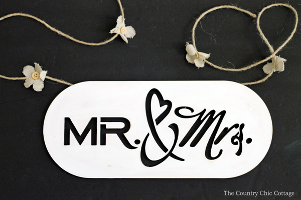 Make this DIY wedding photo prop to capture pictures of the bride and groom on their big day! A super simple craft tutorial that anyone can make!