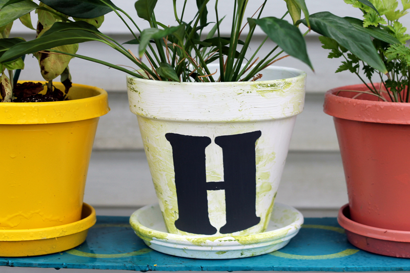 Make this marbled monogram flower pot for your home! A step by step tutorial on how to marble easily and add a painted monogram!