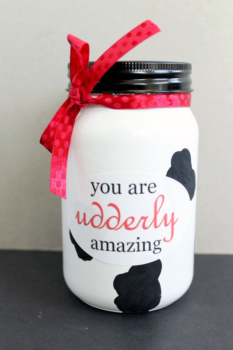Make this Mother's Day gift in a jar in minutes! Get our free printable label and instructions for making this mason jar gift here!