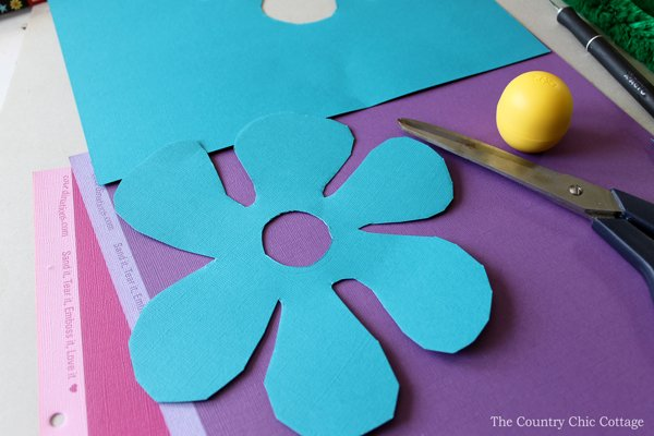 This fun EOS lip balm flower makes a great gift idea for any holiday or occasion! Plus you can make your own in minutes!