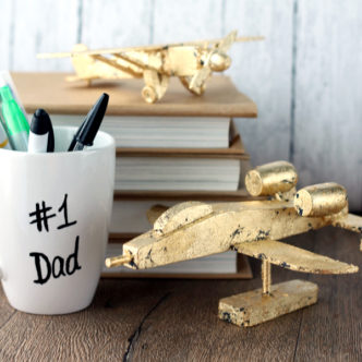 These gold leaf planes with make a perfect Father's Day gift idea! Great for dad's desk at work! See how to make your own here!