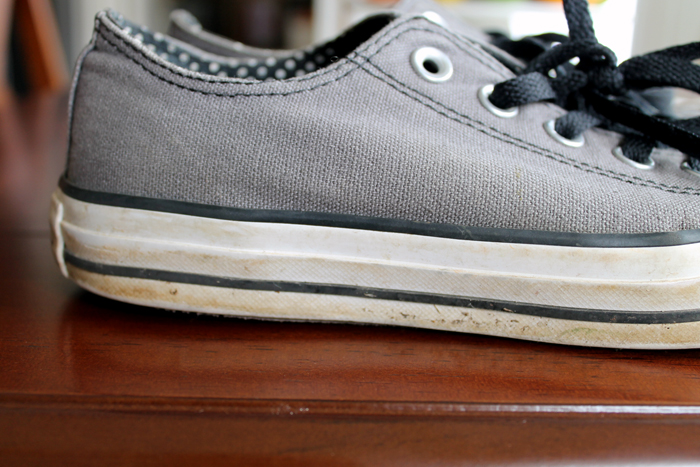 Learn how to clean the sides of shoes with one simple household ingredient! Why didn't I know this already??