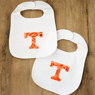 Learn how to make an applique bib for your baby or as a gift! An easy project and you can make the applique in any shape you wish!