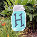 Make your own mason jar flag with these instructions! Perfect for your summer garden!