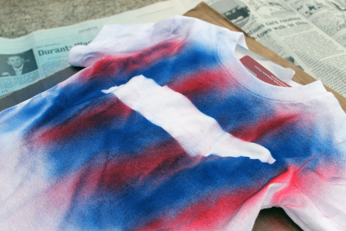 Easy airbrushed shirt - make an airbrushed shirt in just minutes with this quick and easy idea! Perfect for a kids crafts or even a scout group! Add your state to a shirt or any shape!