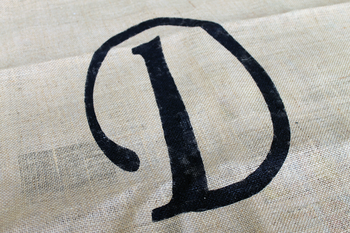 using paint to stencil onto burlap