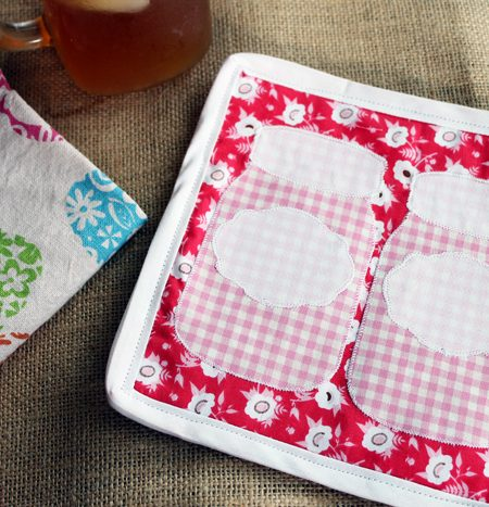 How to make a potholder: Make this DIY jar potholder for your kitchen! A fun sewing projects with step by step and video instructions!