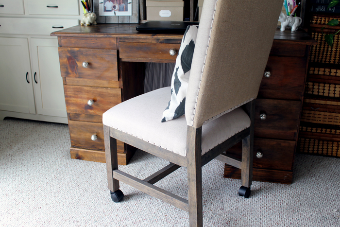 This farmhouse style office chair is a comfortable and functional chair that's perfect for your home office