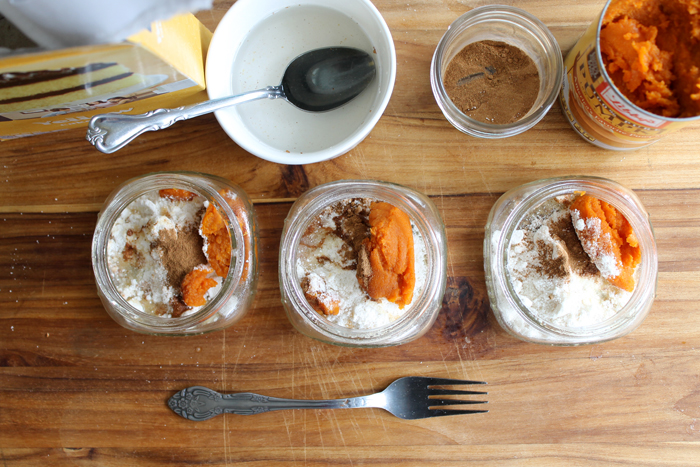 Make this microwave pumpkin cake in a jar in just minutes! Mix a few ingredients right in the jar and pop in the microwave for a few seconds for an individual cake that is delicious!