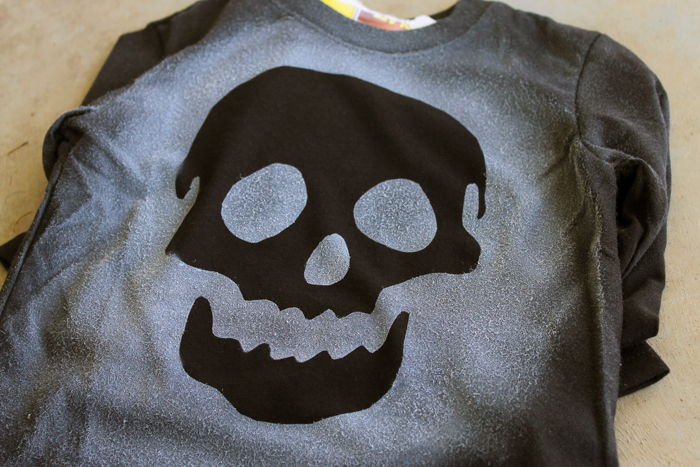 Easy skull air brush shirt for Halloween or anytime of the year! Easy to make and perfect for kids to make themselves!