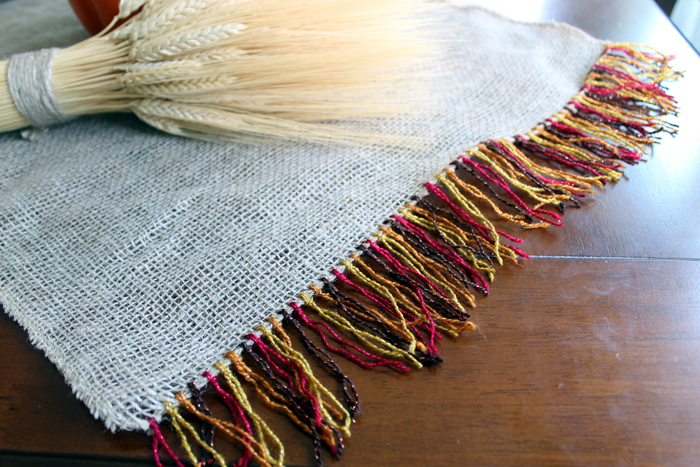 Make this fringed burlap table runner for your Thanksgiving table!