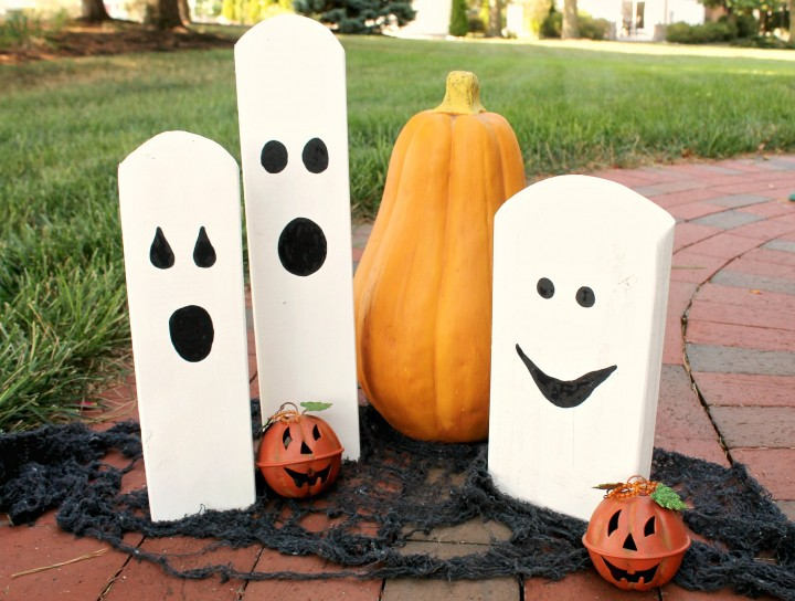 Halloween decor using sticks and leaves the country chic for Woodpile fun craft ideas