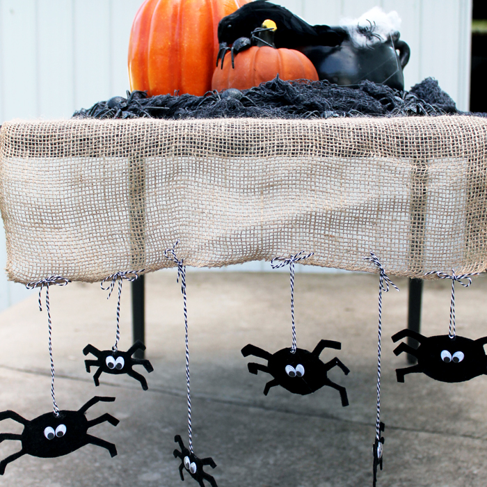 I am in love with this Halloween table runner! Great idea with the burlap and spiders!