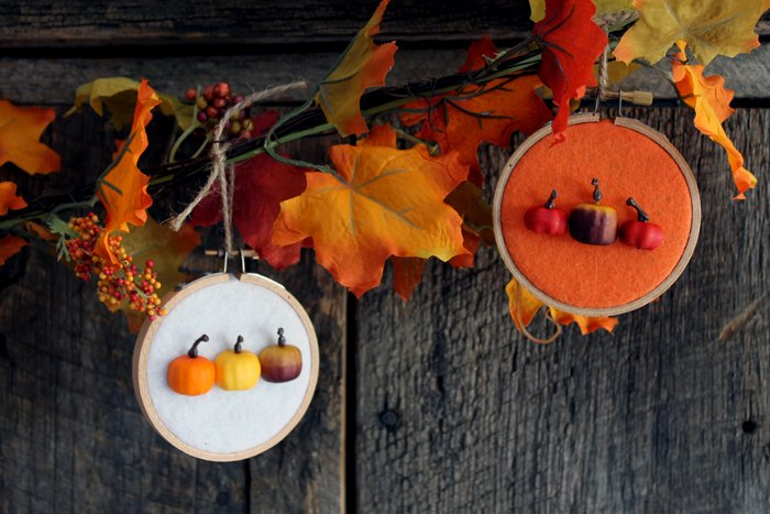 Make this pumpkin hoop fall banner for your fall mantel!