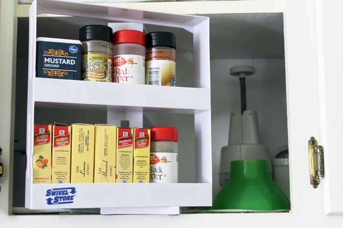 These ways to organize with a spice rack are perfect for my home!