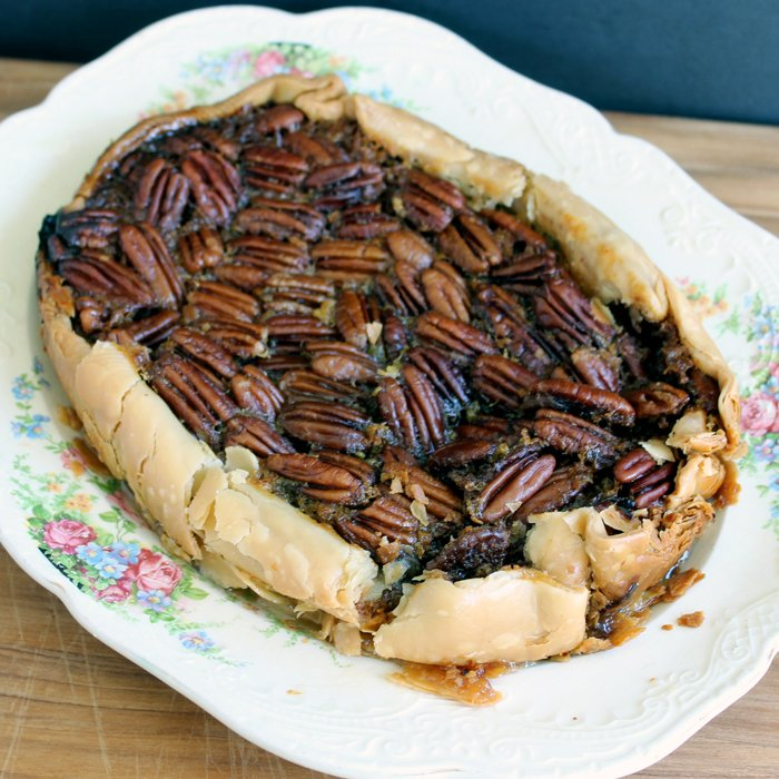 How to make easy and delicious crock pot pecan pie.