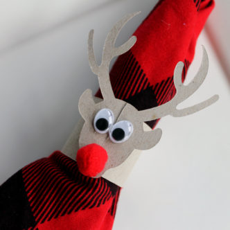 Make these deer napkin rings with the Cricut Explore Air 2 and find out why it is the perfect gift for crafters this holiday season!