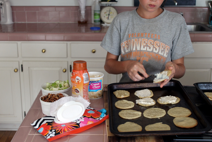 Make this caramel apple cookies recipe this fall! YUM!