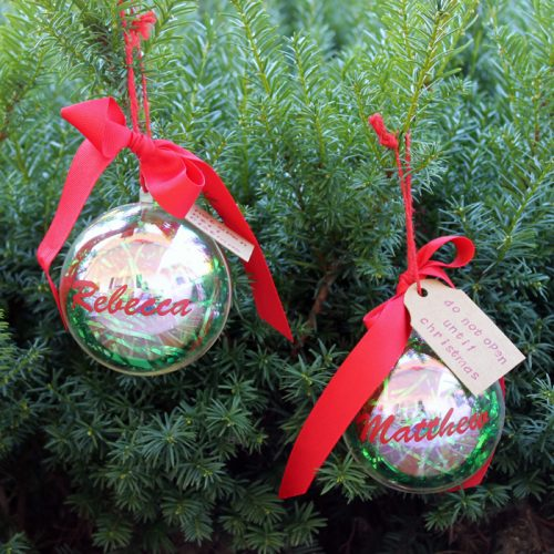 Money Gift DIY Ornament - give the gift of money for Christmas with this cute gift idea!