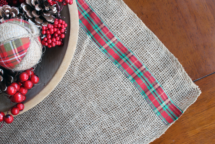 this burlap and plaid table runner is perfect for christmas see how to make your - Christmas Plaid Table Runner
