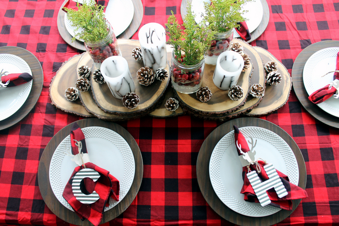 Plaid Christmas Table Ideas - inexpensive ideas to make your table shine! Love that lumberjack & Plaid Christmas Table Ideas - The Country Chic Cottage