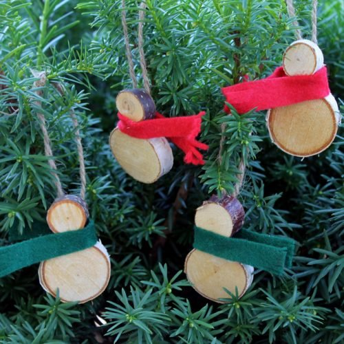 These wood slice snowmen ornaments are easy to make and perfect for your rustic farmhouse Christmas tree!