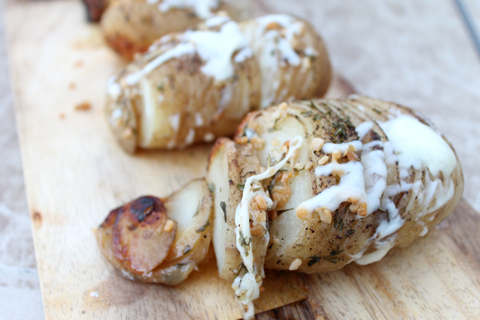 Easy recipe for crock pot hasselback potatoes to make in your slow cooker!