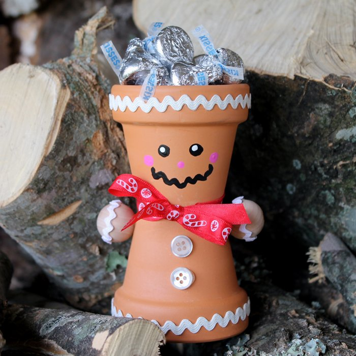 This DIY terra cotta gingerbread man is perfect for your Christmas and holiday decor!