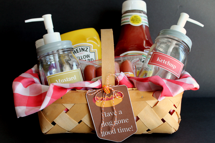Hot dog lover gift basket idea - with mason jars! Perfect as a gift for those on your list!