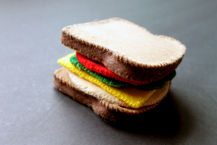 Build your own sandwich with your kids using this fun felt play food!