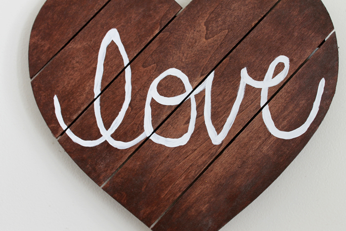 DIY Love Pallet Art - a quick and easy project for your home decor!