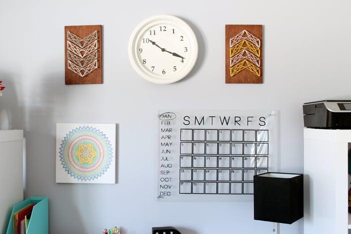 wall decor behind a teen desk