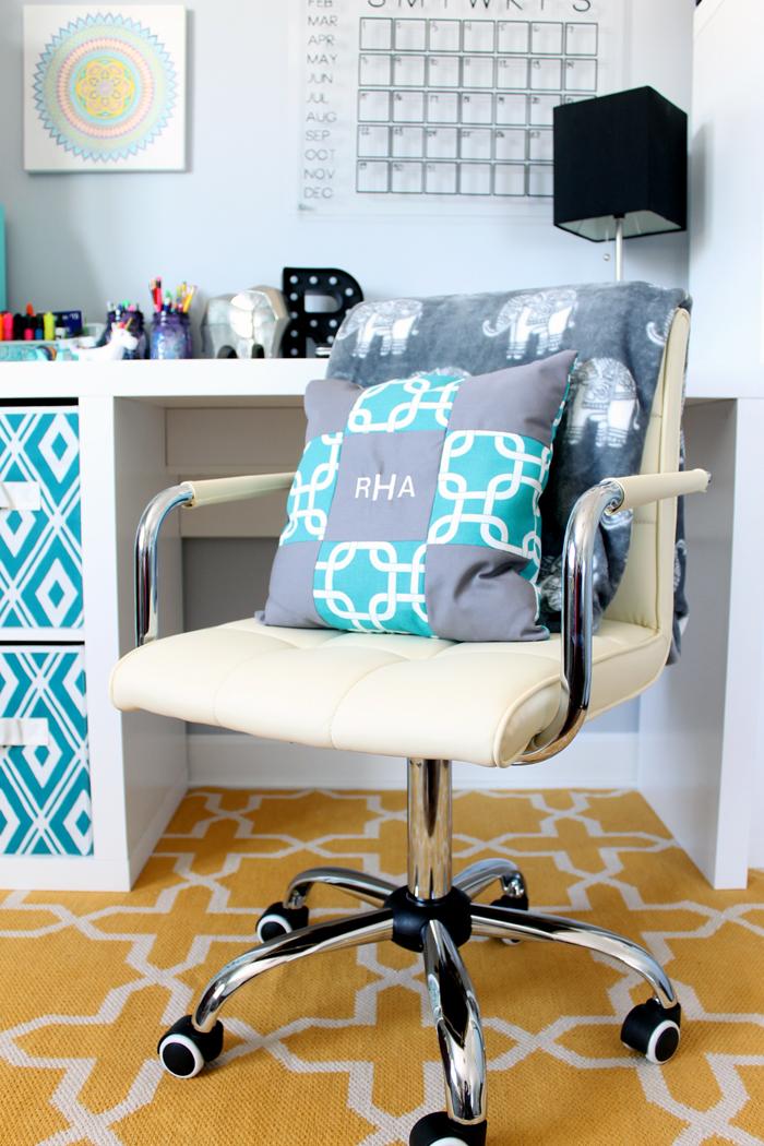 desk for a teenage girl's room