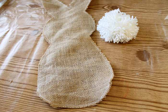 Make this burlap bunny flag for your garden in just a few minutes! The perfect addition to your spring and Easter outdoor decor!