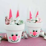 Make these Easter gift baskets for you little one! They will love these terra cotta bunnies!