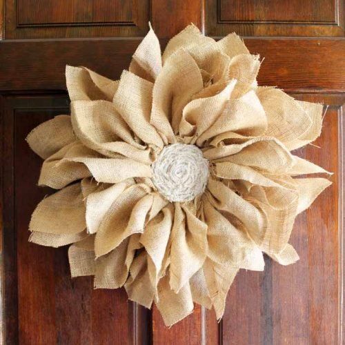Make this flower wreath from burlap for your spring home decor!