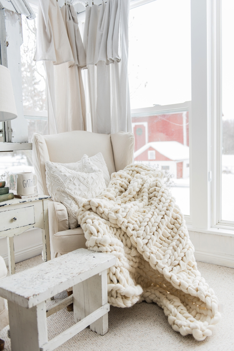 Chunky knit blankets are all the rage in home decor! Add one to your home by either making it or buying one! We have the details for both!