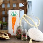 Make this reversible sign for your spring and summer decor!