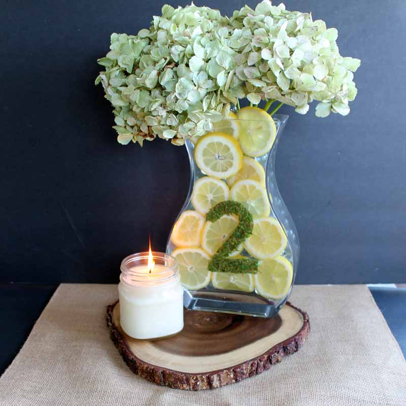 Simple wedding centerpieces with lemons - a quick and easy DIY wedding project!