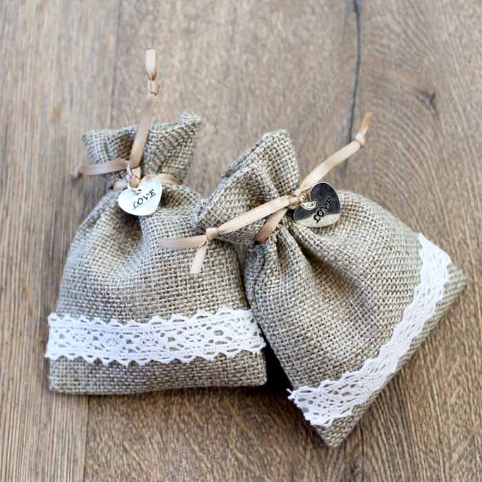 Make these burlap wedding favor bags for your big day!