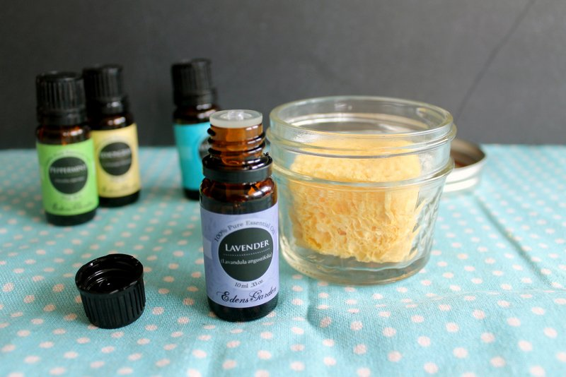 Essential oils are a natural fly repellent that help keep your home fly free and smelling great!