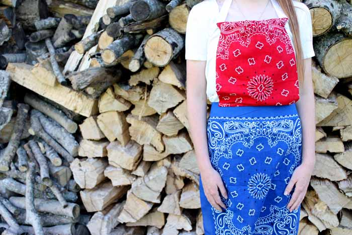 Make this DIY apron from 2 bandannas in less than 15 minutes!