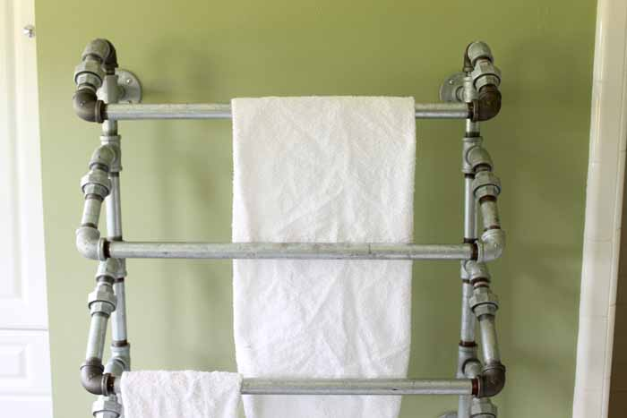 I love the industrial look of this rustic towel rack made with galvanized pipe