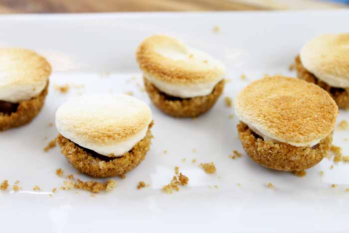 Make indoor smores with these s'mores bites! A quick and easy recipe!