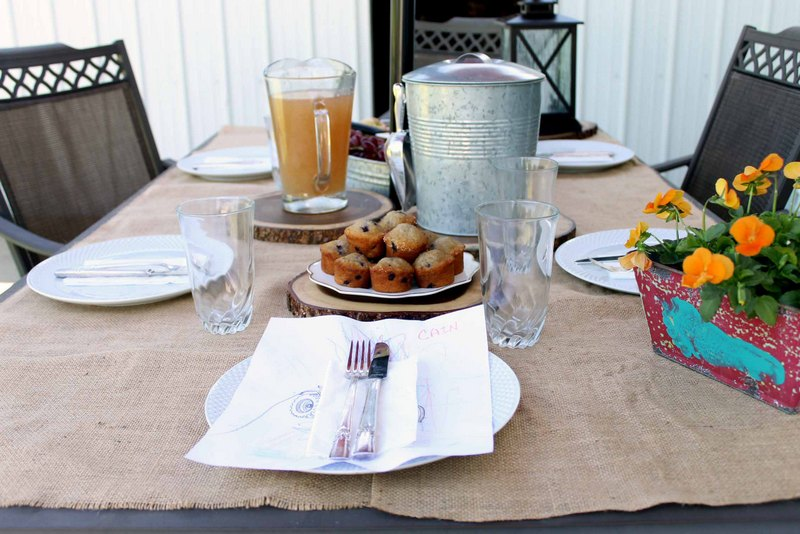 These simple brunch ideas are perfect for Mother's Day or any occasion! If you love an outdoor get together with family, this is the post for you!