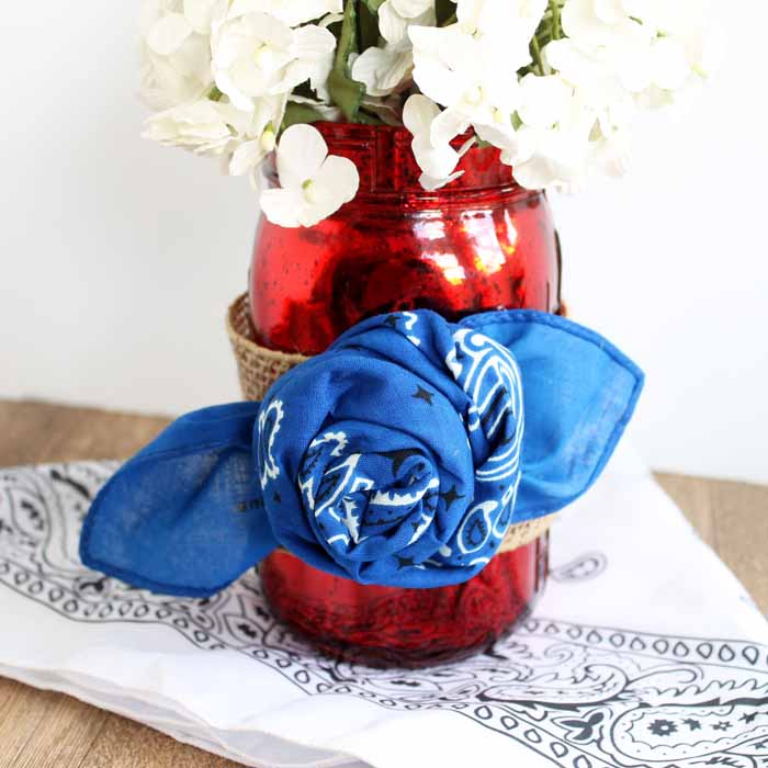Make decorated mason jars for summer with these bandanna rosettes! A quick and easy craft idea!